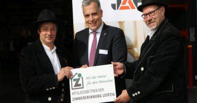 Ubereichung der Plakette an den Geschäftsführer von JAF-Imholz Leipzig
